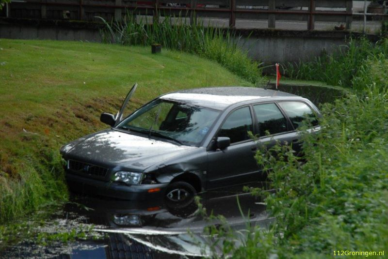 Auto te water in Marum