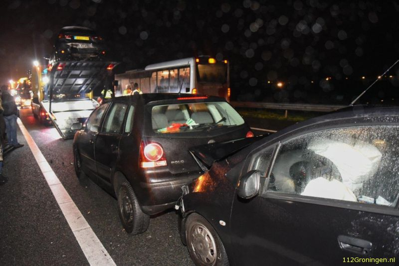 Zeven auto's botsten op de A7 (Video)