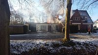 Uitslaande schuurbrand in Midwolda (2x Video)