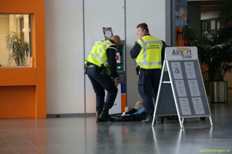 Loos alarm Airport Eelde: Koffer vergeten (Video)