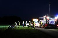 Auto beland in sloot in Annerveenschekanaal
