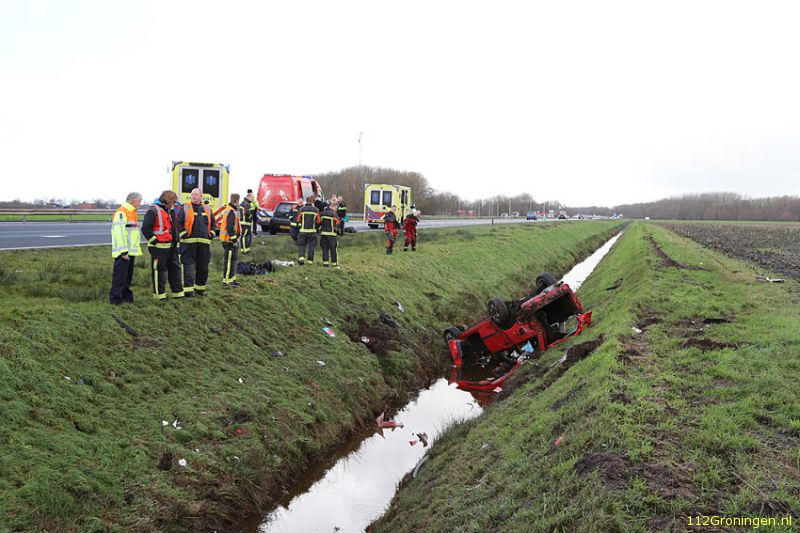 Auto in de sloot op de A7 (Video)