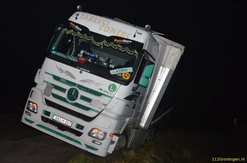 Trucker eindigt in de berm