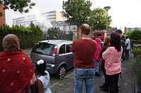 Felle brand in coniferen bij Siriusstraat