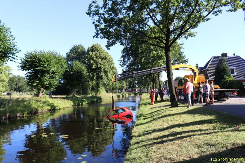 Auto te water in Veendam