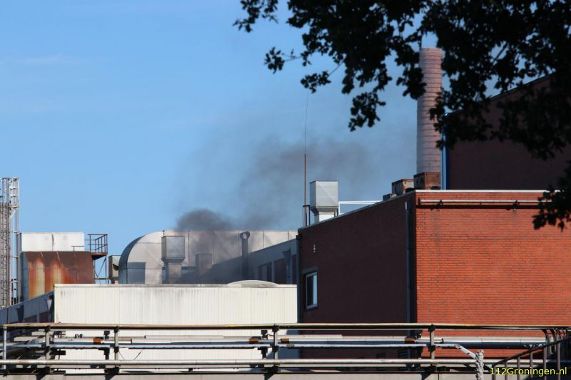 Forse rook bij brand in kartonfabriek (Video)