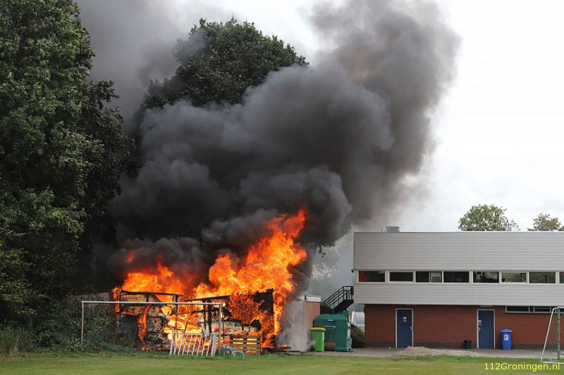 Materialenhok Voetbalvereniging verwoest door brand (Video)