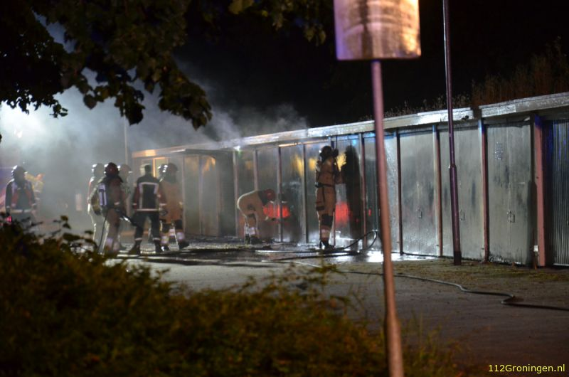 Garageboxen beschadigd door brand in Stadskanaal (Video)