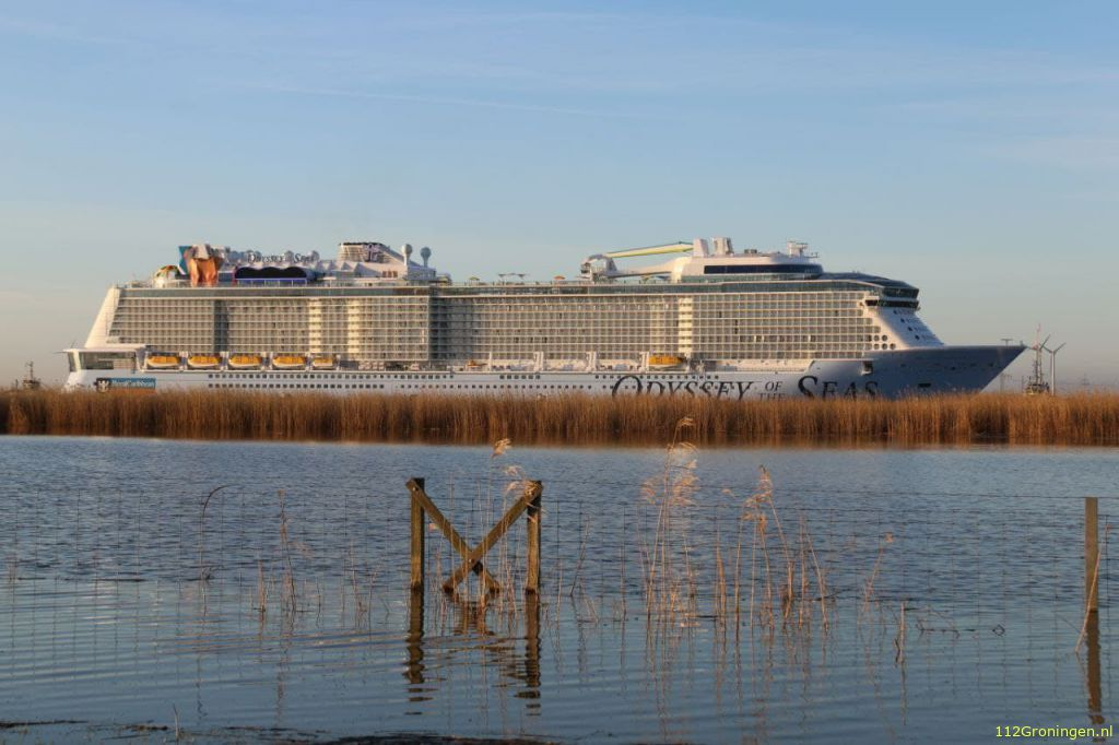 Cruiseschip Odyssey of the Seas zondag in de Eemshaven