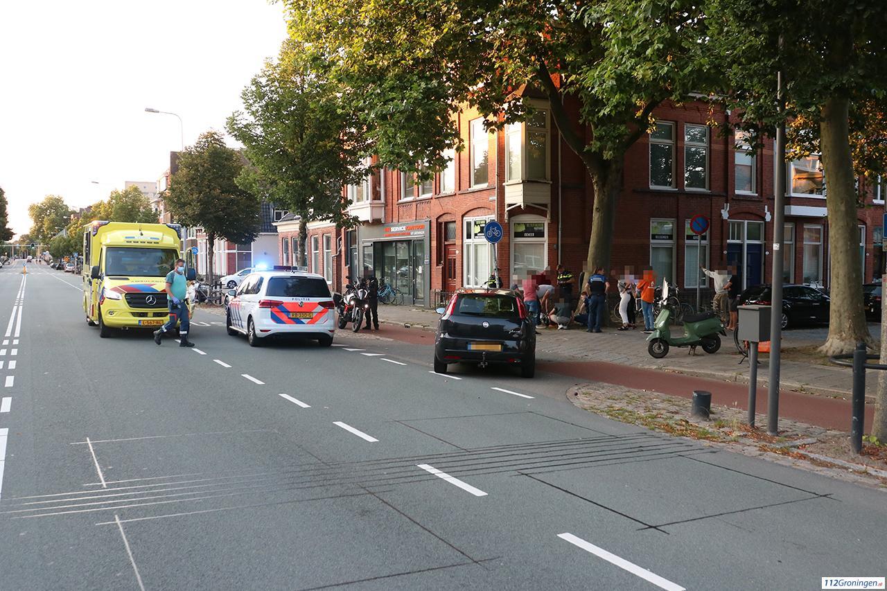 Bestuurder bezorgscooter gewond bij verkeersongeluk Hereweg.