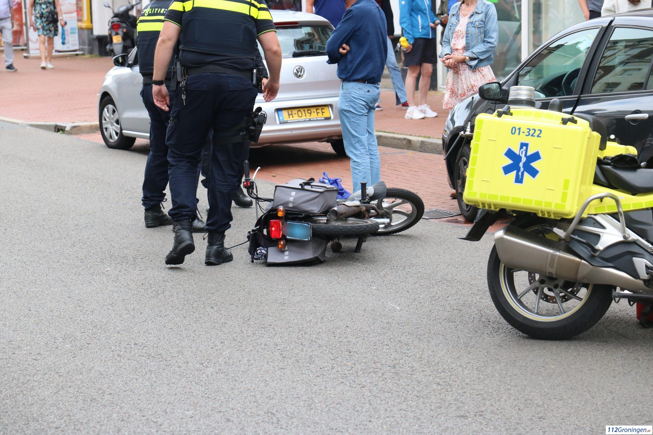 Bromfietsster gewond bij aanrijding in binnenstad van Groningen.