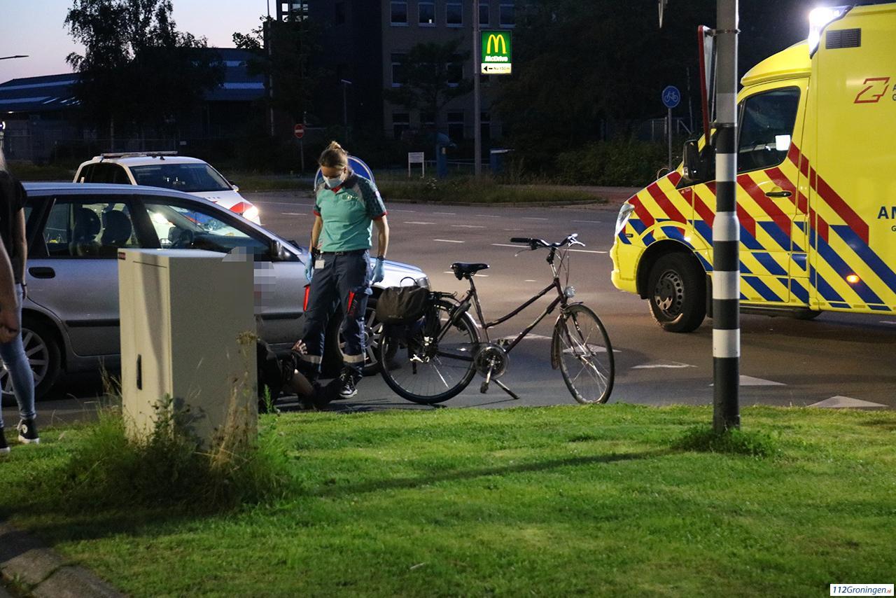 Aanrijding tussen fietsster en automobilist in Groningen.