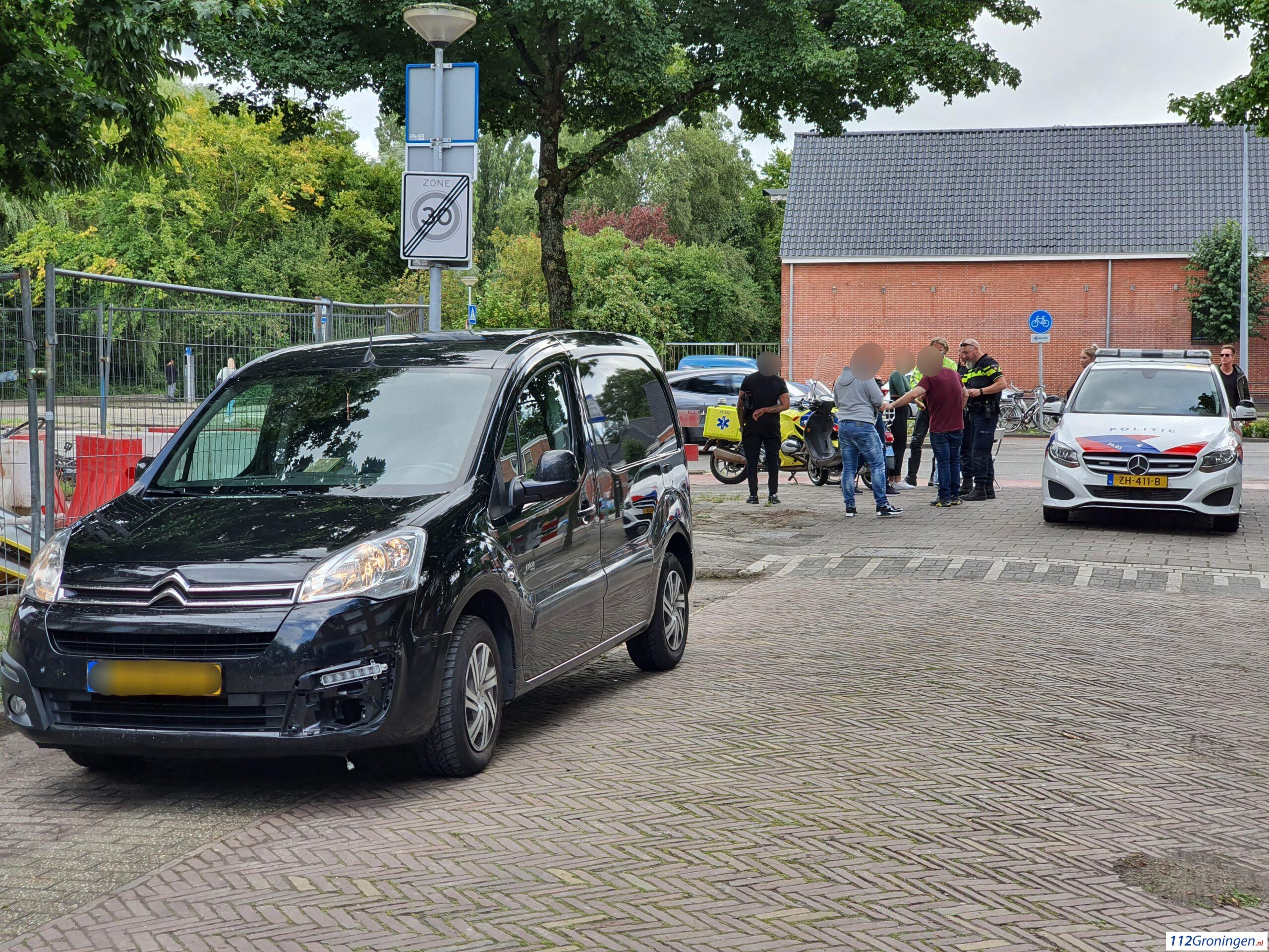 Twee lichtgewonden bij aanrijding op Damsterdiep.