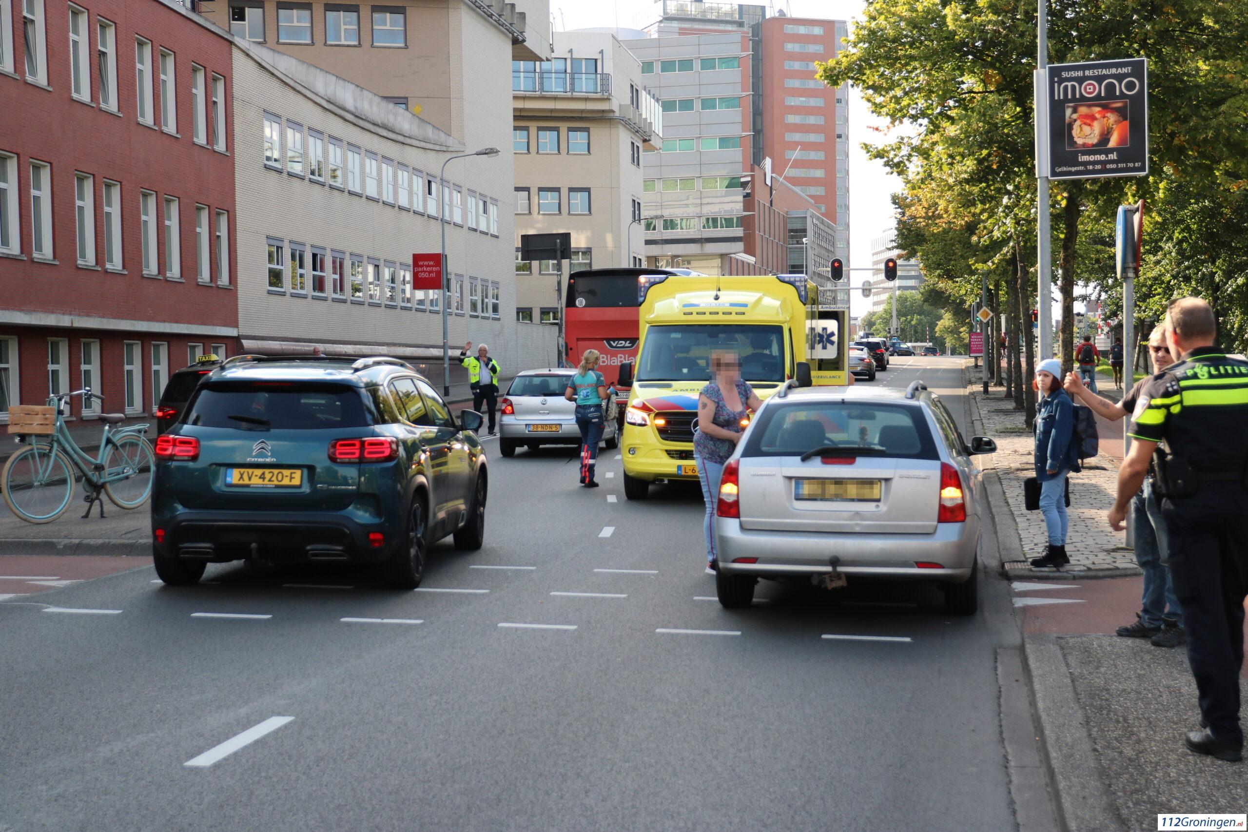 Fietsster raakt lichtgewond bij ongeval Stationsplein Groningen.