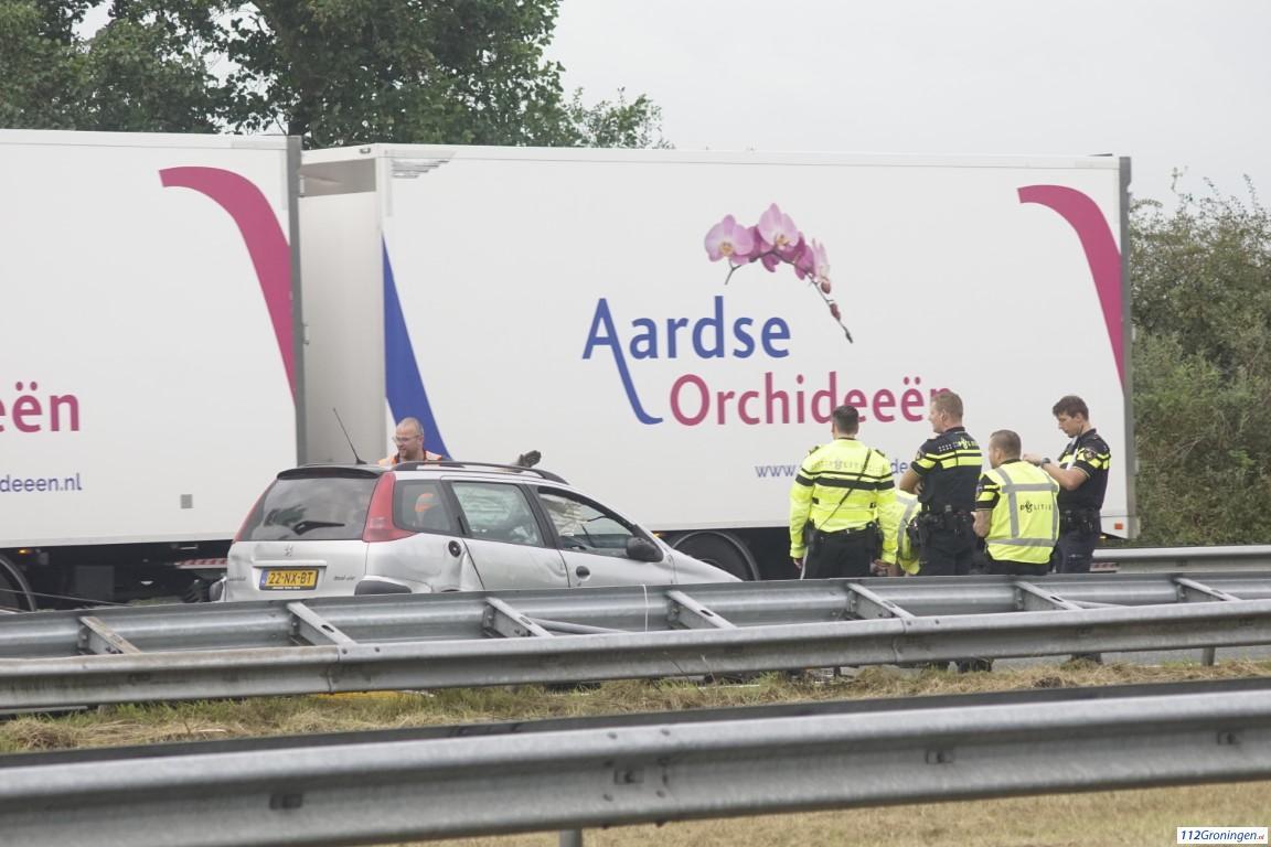 Auto raakt zwaar beschadigd bij ongeval op A7.