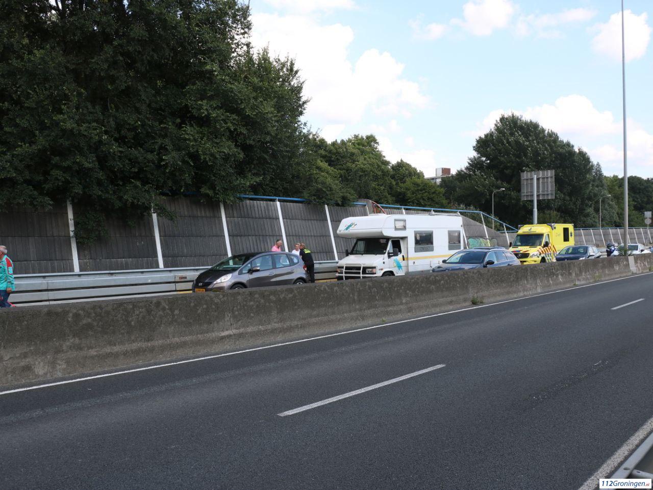 Lange file door ongeval op A28 nabij Groningen-Zuid.
