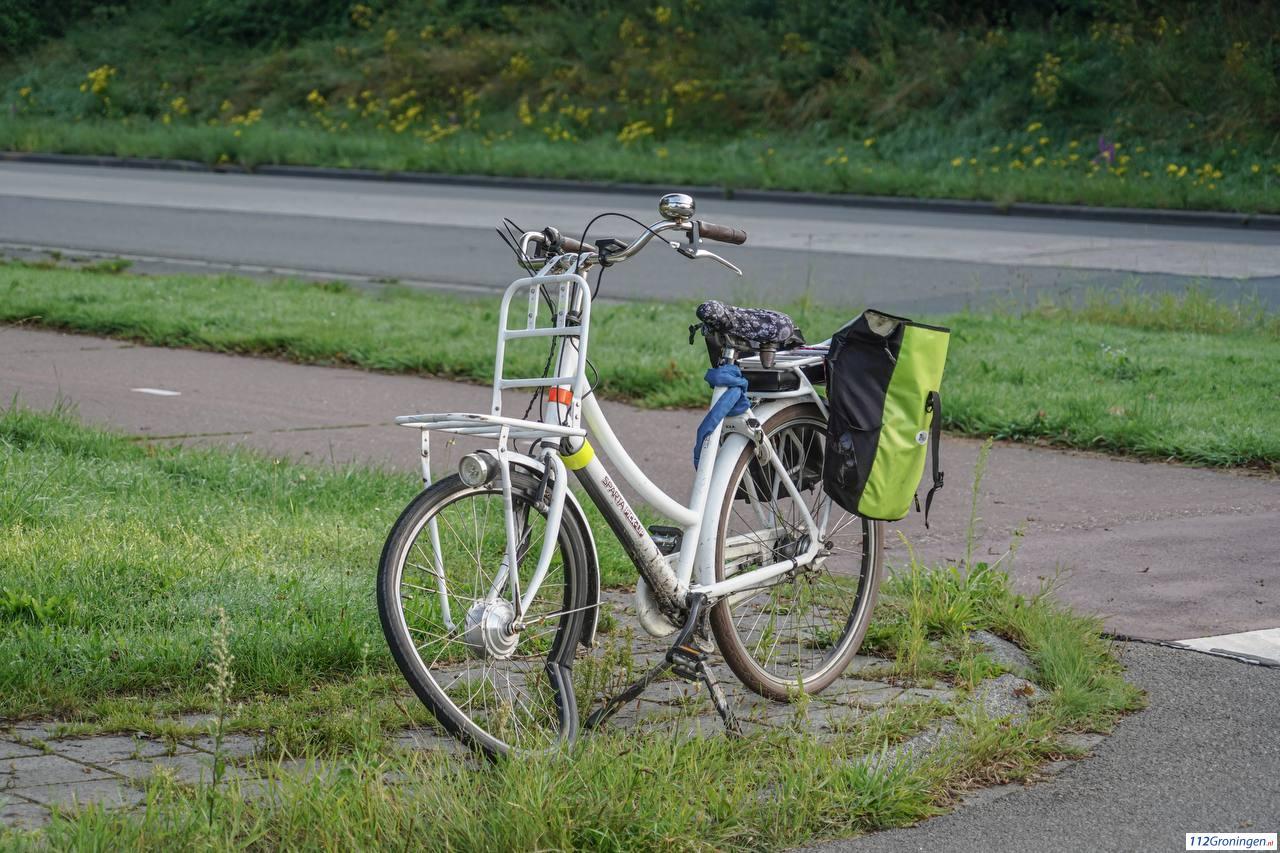 Fietsster licht gewond na aanrijding met automobilist in Groningen.