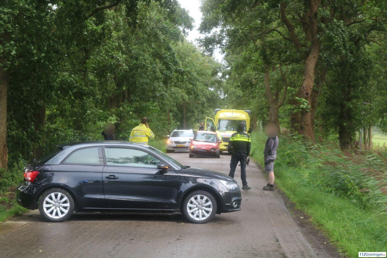 Personenwagens fors beschadigd bij ongeval in Lutjegast.