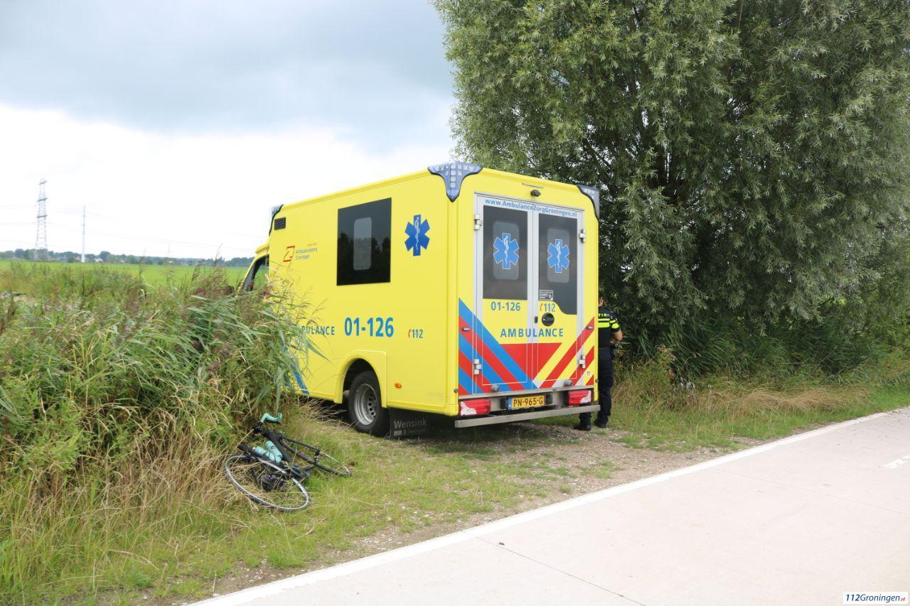 Fietser gewond na botsing met wielrenner tussen Aduard en Nieuwklap.