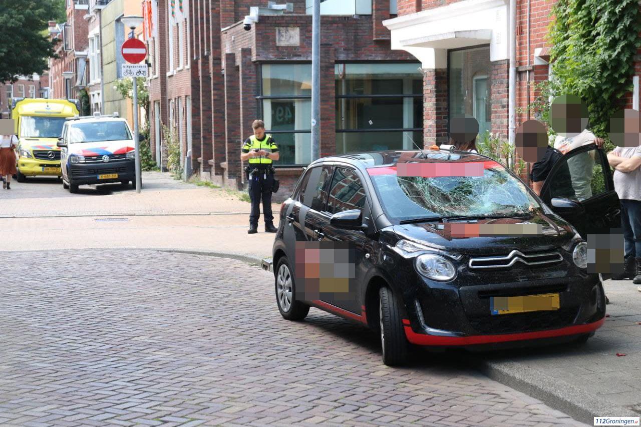 Fietser aangereden door automobilist in Groningen.