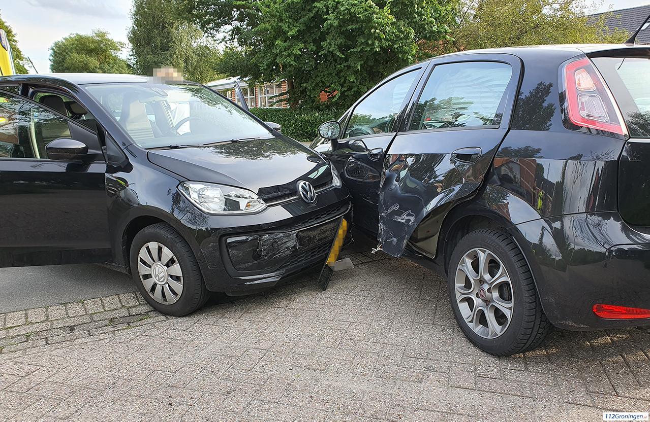 Forse schade bij ongeval in Groningen.