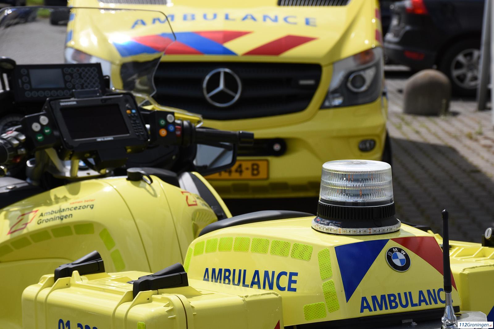 N361: Auto belandt in sloot na aanrijding met bestelbus.