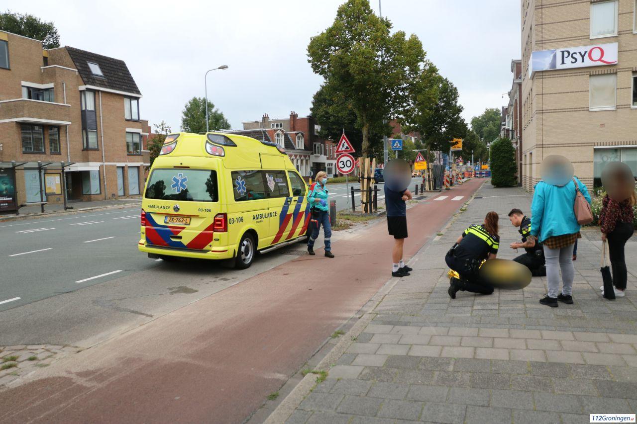 Scooterrijder raakt gewond bij aanrijding met automobilist in Groningen.