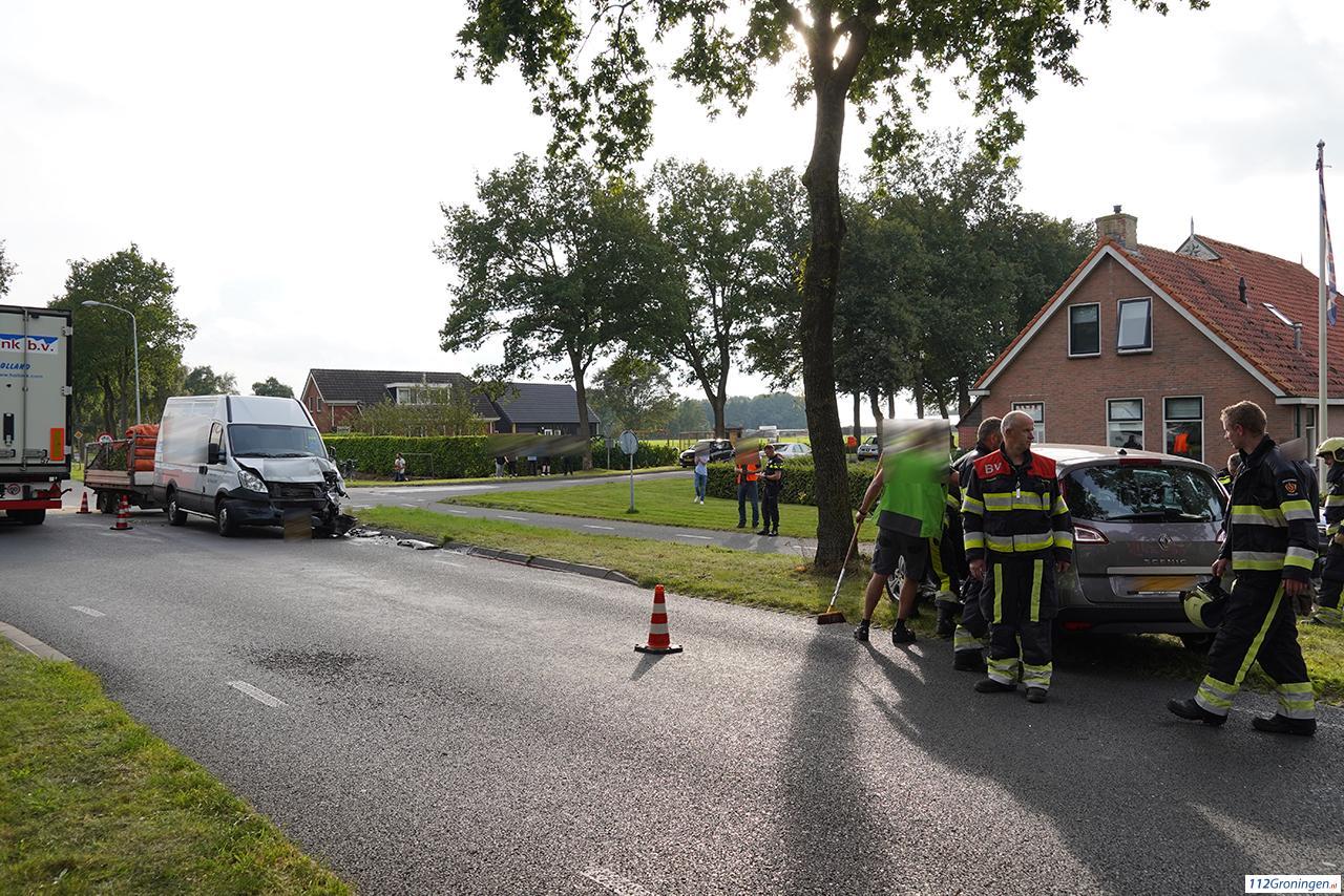 Gewonde bij ongeval tussen twee voertuigen op kruising bij Een-West.