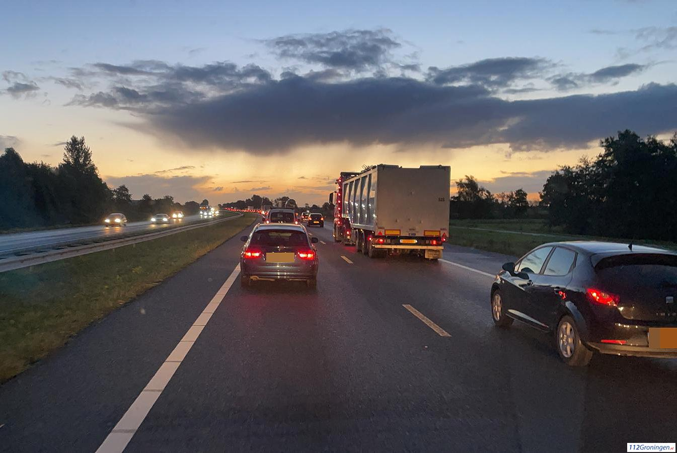 Ongeval op A7 nabij Westpoort zorgt voor lange file.