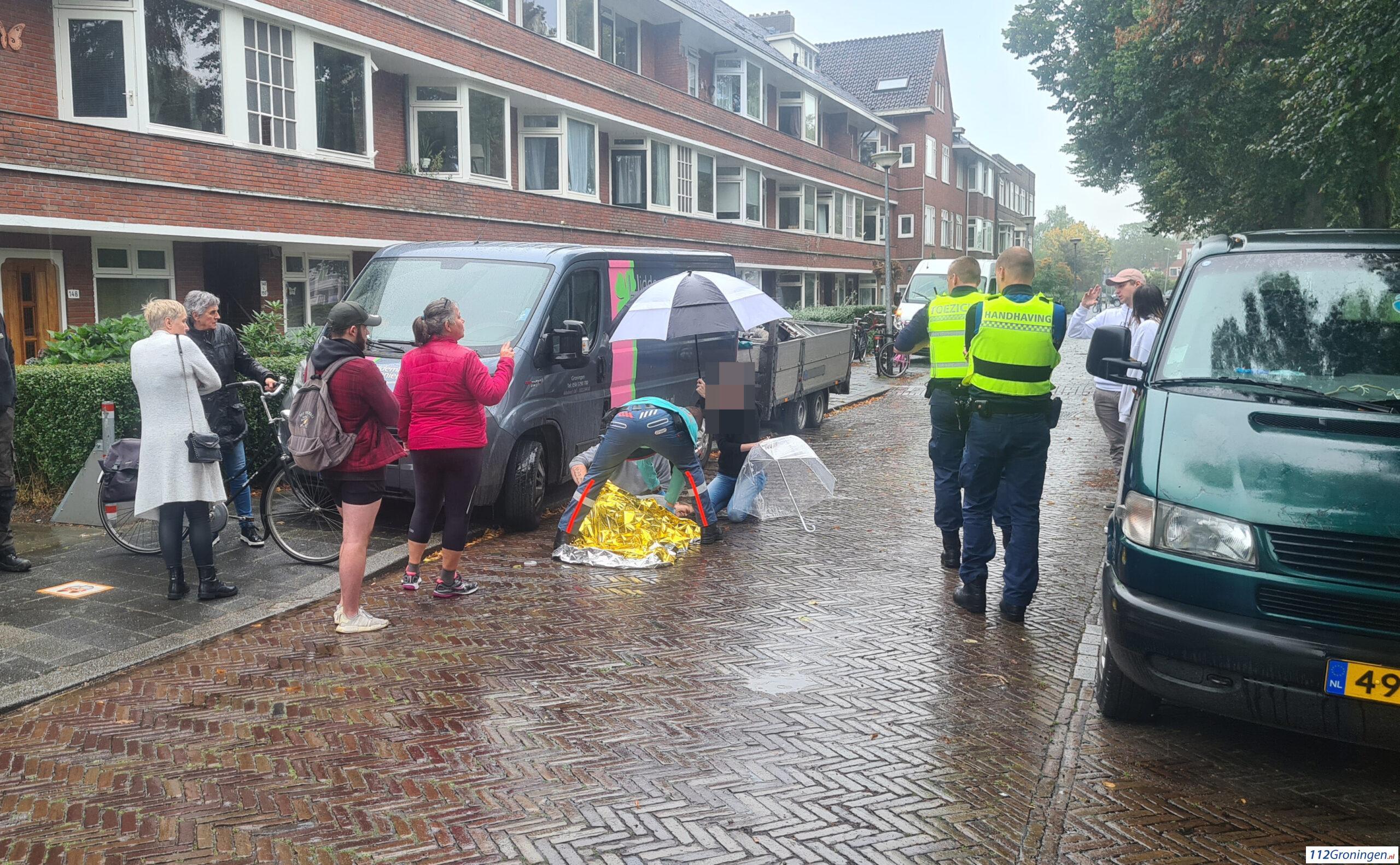 Ongeval fietsster/scooterrijder, vrouw hard ten val op Gorechtkade.