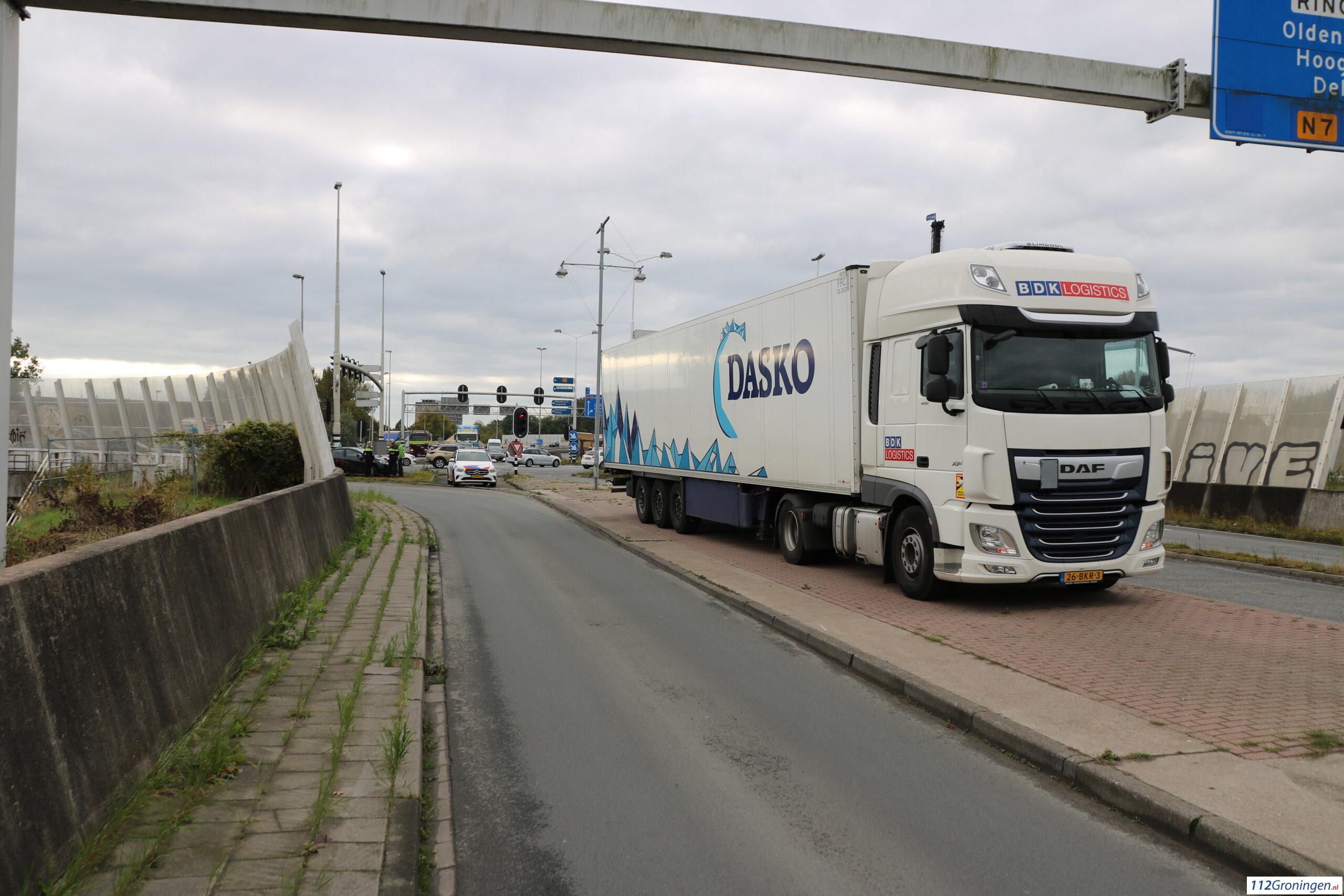 Ongeval tussen vrachtwagen/lesauto Julianaplein Groningen.