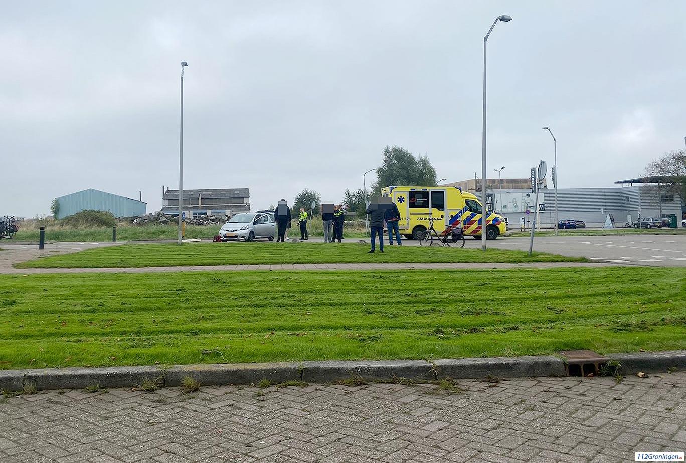 Auto belandt op de kant na ongeval in Farmsum.